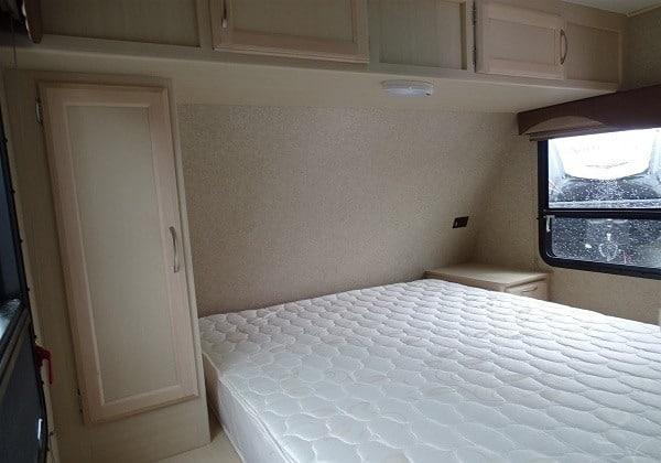 bunkhuse travel trailer bed
